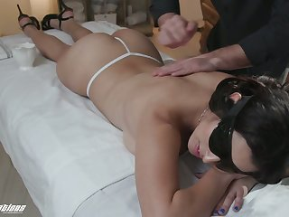 Jaw dropping hottie Gabriela Lopez is fucked by horny luring masseur