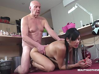Brunette model Adelle Sabelle spreads say no to legs for an old guy