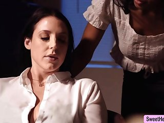 Busty Writer Angela White licks Jenna Foxx to relax a ordinance