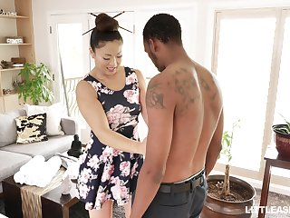 Japanese erotic rub down with happy ending by stunning masseuse Nyomi Star