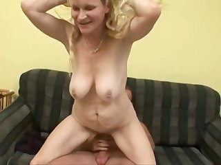 Spliced Blond Mommy Had Intercourse On A catch Embed