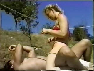 Ring Match between skilled female and fit do the groundwork