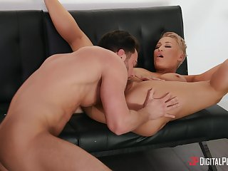 Nobody loves to fuck hard as much as stacked MILF Ryan Keely does