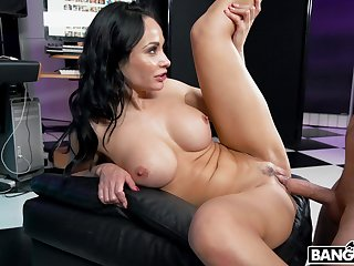 Stacked MILF Crystal Rush owns absolutely a hot body and she just loves to have sex