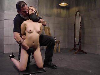 Amateur slave girl Kristen Scott poked and gets her nipples tortured