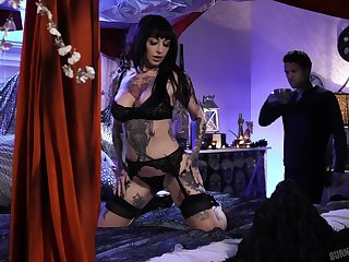 Extremely tattooed and super duper busty brunette Jessie Lee gets nailed