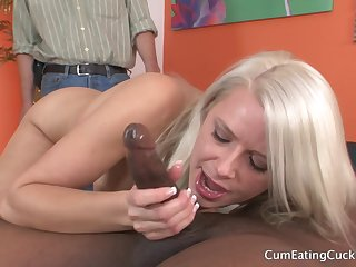 Anikka Albrite makes be passed on most beneficent of this cock