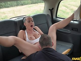 Daring doll Texas Patti gets dicked outside on a car enforcer