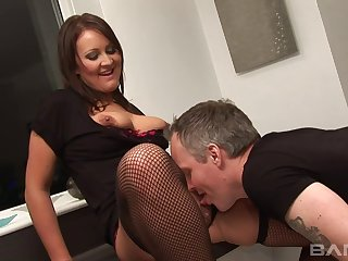 Busty wife spreads her legs to be licked and enjoys having sex