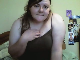This BBW's pussy hole is always hot to trot and she loves toying her cunt on cam