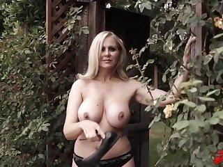 Hot MILF Julia Ann staggering porn video