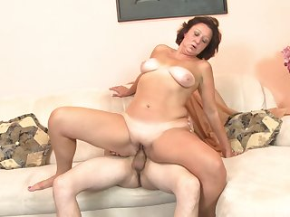 Passionate fucking in the morning with a mature clumsy Bela